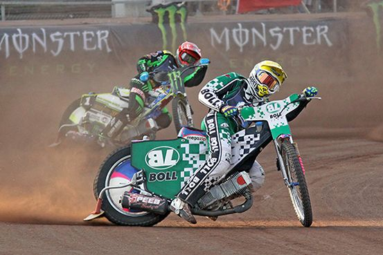 Grigory-Laguta-in-front-of-Chris-Holder-compressor.jpg